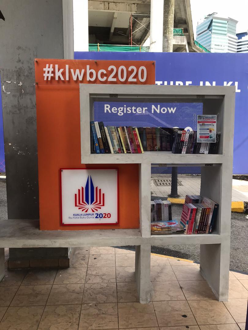 Pemantauan dan Penyusunan Buku di Kios-Kios Buku KLWBC2020.